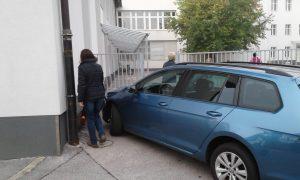 Zaparkiran dostop do šole